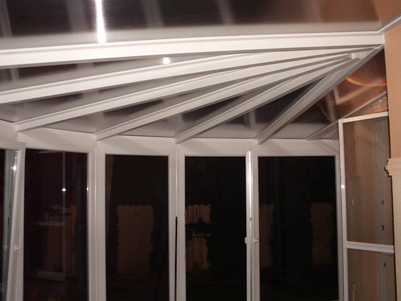 Télikert alakos tetővel